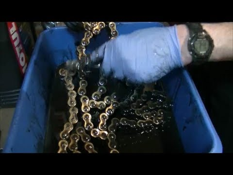 Ngâm với hóa chất OG-Cleaner100 và vệ sinh bằng tay