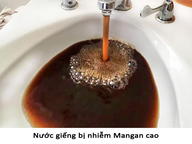 Nước giếng chuyển sang màu nâu đỏ đậm nếu bị nhiễm mangan