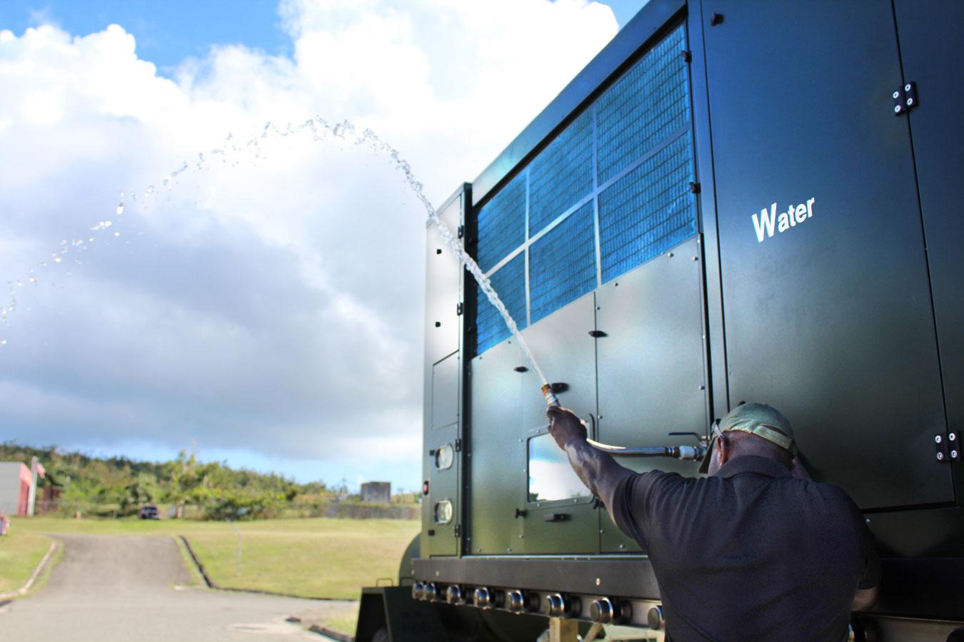 Máy thu nước (di động) từ không khí cho quân đội – dùng năng lượng Mặt Trời hoặc điện trực tiếp