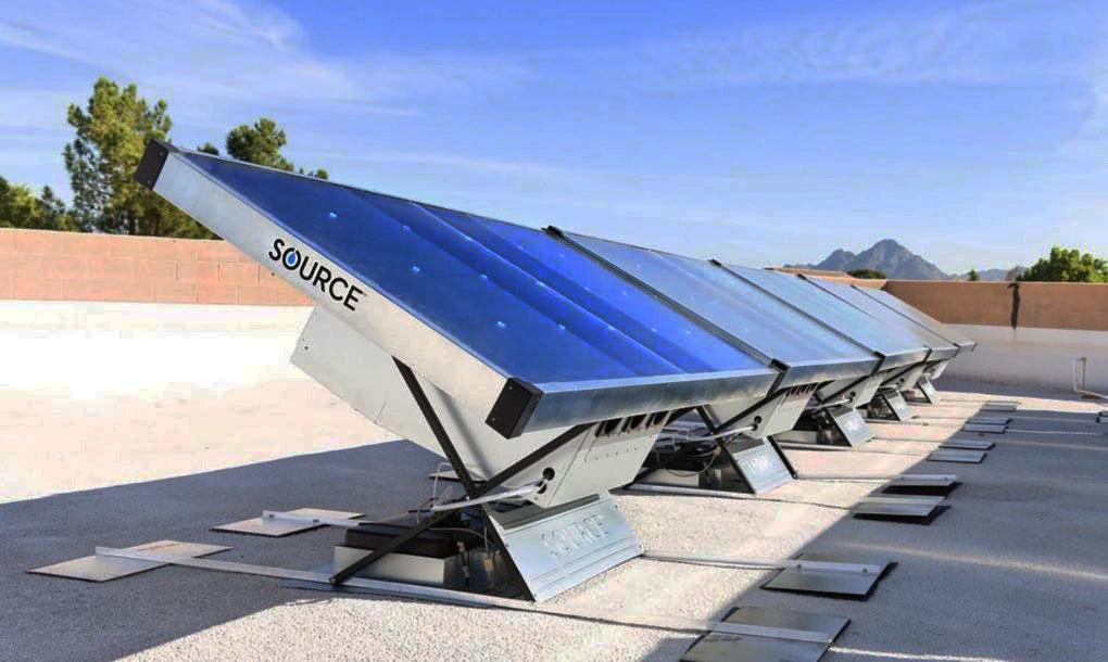 Tấm năng lượng Mặt Trời tạo điện năng ban ngày – thu nước từ không khí vào ban đêm